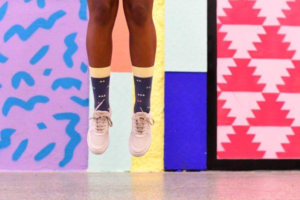 AmorSocks-calcetines-socks-colaboracion-barqet-triangulos-dogma-naranja-azul-amarillo