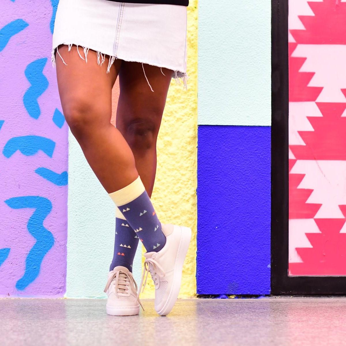 AmorSocks-calcetines-socks-colaboracion-barqet-triangulos-axioma-azul-rosa-blanco-edicion-limitada