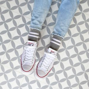 amorsocks-calcetines-socks-bajos-tobilleros-retro-rayas-gris-blanco-cuadrada