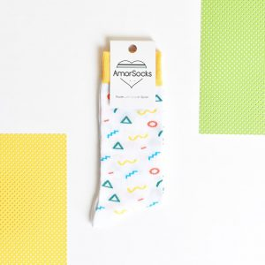 amorsocks-calcetines-socks-90s-white-zigzag-circulos-triangulos-figuras-geometricas-menphis-style-design-blanco-amarillo