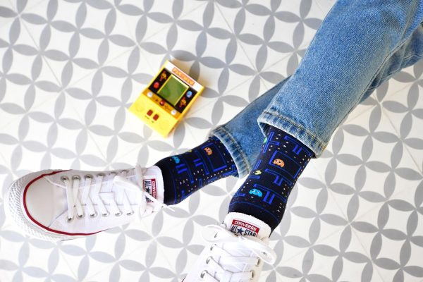 amorsocks-calcetines-socks-comecocos-pacman-arcade-80s-navy-azul-marino-amarillo-namco-modelo