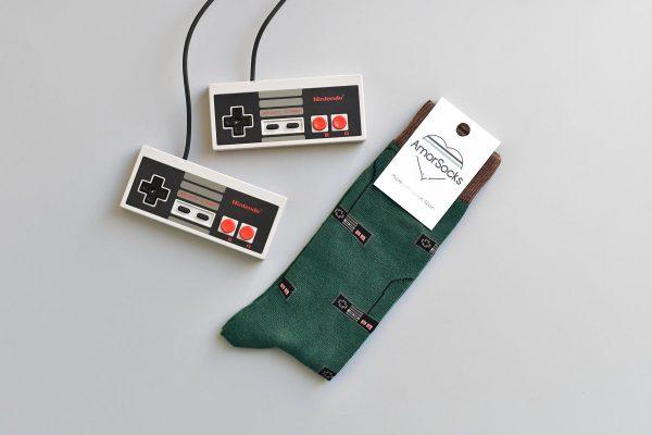 AmorSocks-calcetines-socks-mandos-nintendo-nes-minines-nintendomini-retro-80s-verde-botella-marrón-chocolate