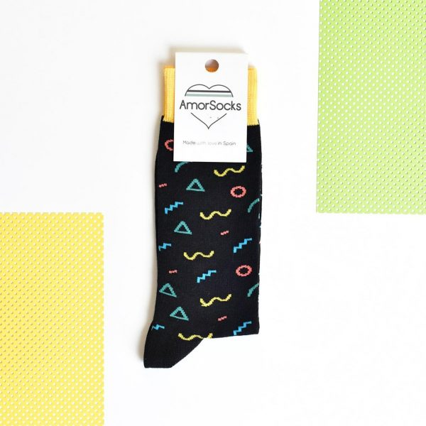 amorsocks-calcetines-socks-90s-black-zigzag-circulos-triangulos-figuras-geometricas-menphis-style-design-negro-amarillo