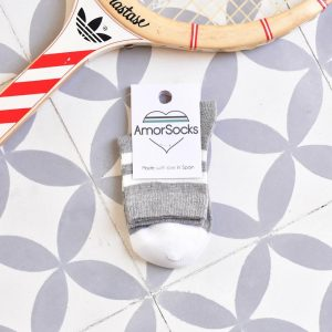 AmorSocks-calcetines-socks-retro-bajos-kids-niños-niñas-tobilleros-old-school-gris-melange-jaspeado-rayas-blancas-grey-white